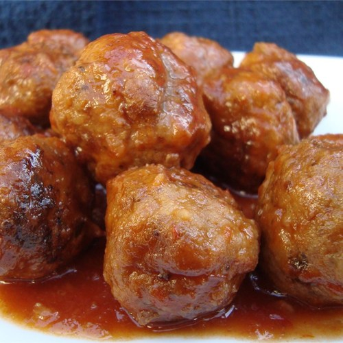 SLOW COOKER TERIYAKI MEATBALLS — Meatballs are simmered in the slow cooker in a flavorful, sweet and spicy homemade teriyaki sauce. My youngest is a fan of pretty much anything covered in teriyaki sauce, so I knew these Slow Cooker Teriyaki Meatballs would be a big hit at my house. I .