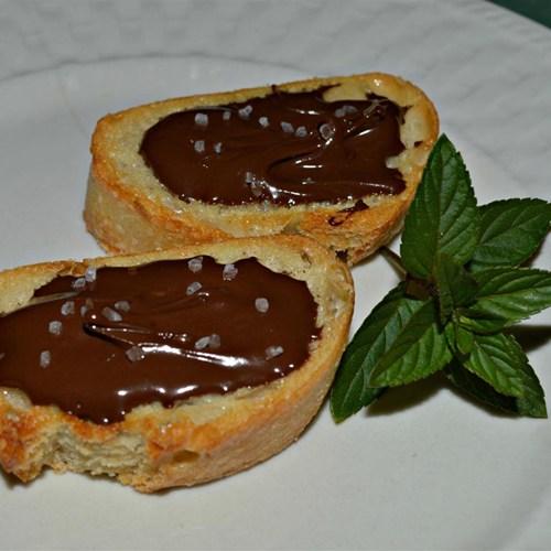Chocolate sea salt crostini yum taste for Canapes pronounce